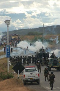 Police attempting to forcefully remove indigenous protesters blocking a road outside Bagua, Peru, June 5, 2009. Photo by Thomas Quirynen.